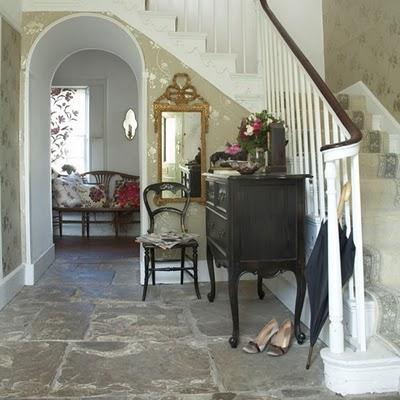 Entradas con escalera 10 maneras de decorarlas paperblog - Papel pintado para entradas ...