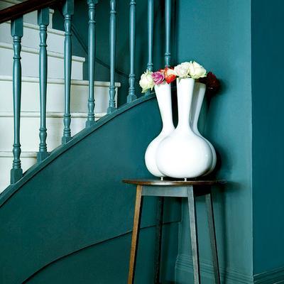 Entradas con escalera 10 maneras de decorarlas paperblog - Kleuridee voor een gang ...