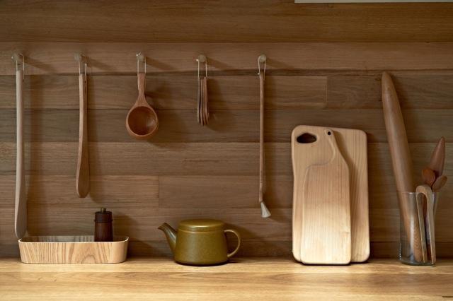 Una cocina con suelos techos y paredes de madera paperblog - Paredes en madera ...