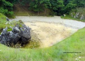 Playa de Cobijero o Las Acacias en Llanes: En bajamar