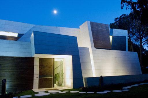 A-cero finaliza una nueva vivienda a las afueras de Madrid (imágenes nocturnas)