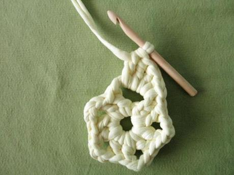 Instrucciones paso a paso como hacer flor crochet trapillo