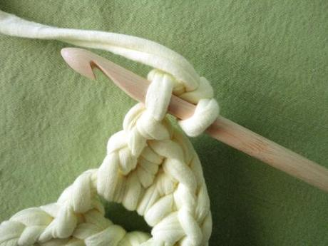 como hacer los pétalos de una flor de ganchillo o crochet