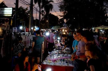 Sunday Market 2 600x397 Wat Phra Singh