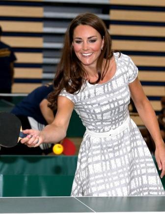 Kate Middleton impecable con un vestido de 46 euros en la Universidad de Bacon. Consíguelo aquí