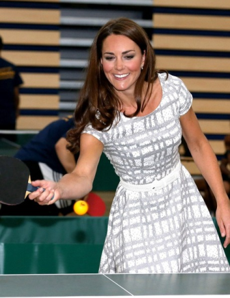 Kate Middleton impecable con un vestido de 46 euros en la Universidad de Bacon. Consíguelo aquí