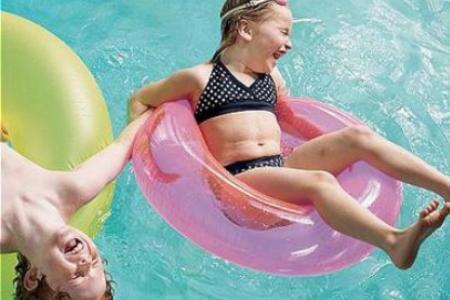 ninos en la piscina NIÑOS, EL RESUMEN DE LA SEMANA 13.