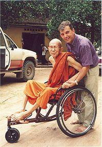 DIOS LLORA EN CAMBOYA. Entrevista a Monseñor Enrique Figaredo Alvargonzález SJ, prefecto apostólico de Battambang en Camboya