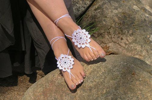 El tratamiento por las hierbas el hongo de las uñas de los pies