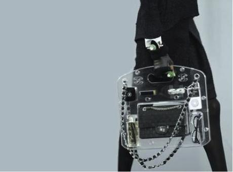 clutch transparente de Chanel