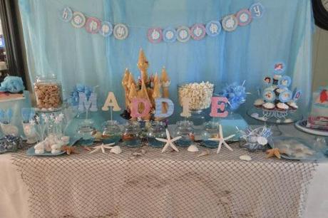 mesa decorada de fiesta de la sirenita