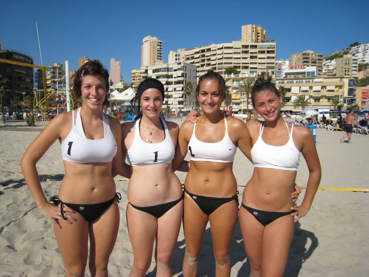 chicas voley playa: