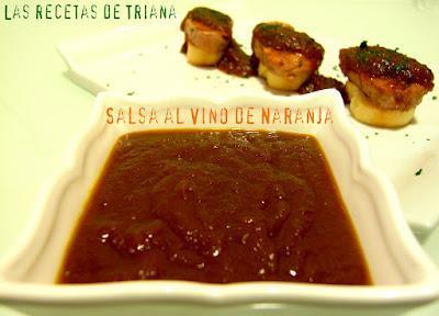 Montadito con solomillos de cerdo y salsa de vino de naranja