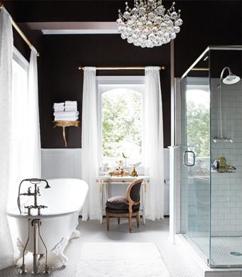 Blanco y negro para un baño sofisticado
