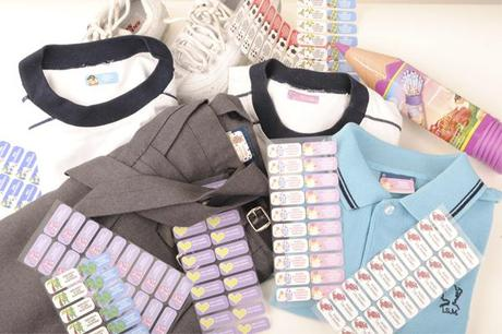 ropa con etiquetas