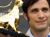 Gael García Bernal recibió premio Excellence Möet Chandon trayectoria