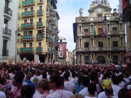 La Plaza del Ayuntamiento se va llenando de gente...