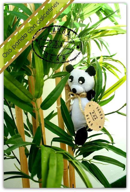 Manualidades reciclando: oso panda con calcetines blanco y negro