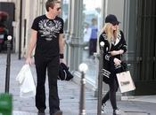 Avril Lavigne compromete