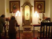 Iglesia niega bendecirles hostias