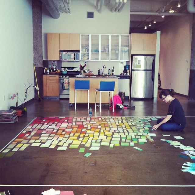 Una pared decorada con 600 muestras de pintura paperblog Paredes decoradas con fotos