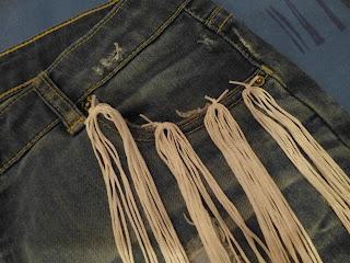 DIY: Short denim + tachas y flecos