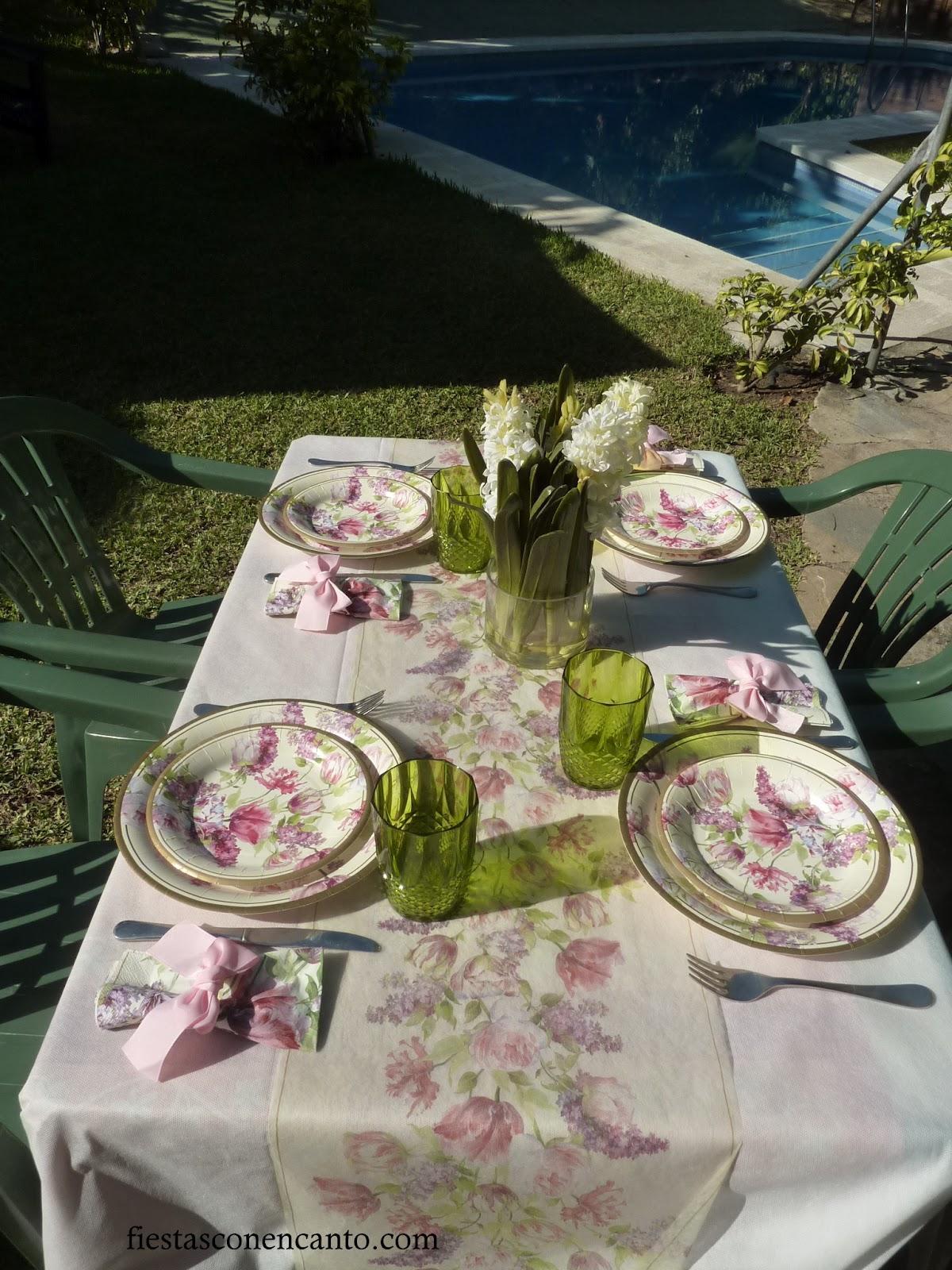 Decoraci n de mesa en el jardin lilas paperblog for Decoracion mesas de jardin