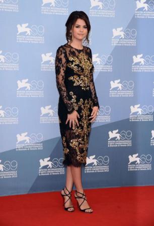 Selena Gómez espléndida en el Festival de Venecia. Imágenes