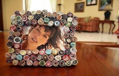 Portaretratos hecho con papel de revista