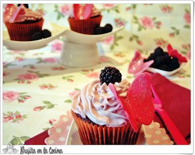 Cupcakes de Chocolate y Moras Silvestres