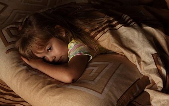 Resultado de imagen para niño con insomnio