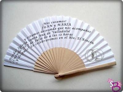 Invitación de boda grabada en abanico a una tinta