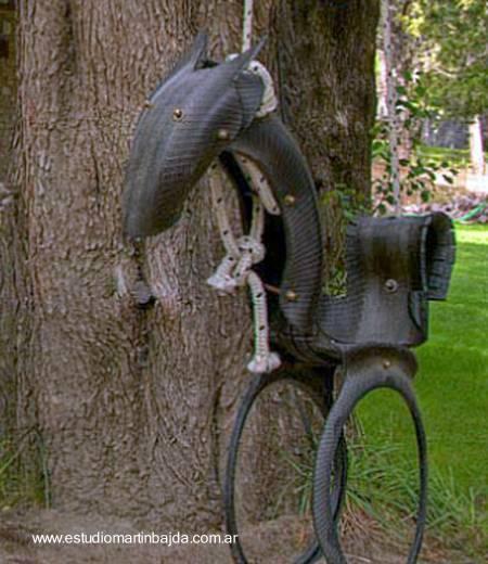 Excepcionales columpios y arreglos para el jardín, elaborados con cauchos