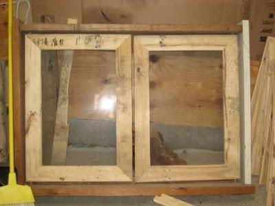 Casita para ni os en el jard n reciclando palets paperblog for Como hacer una puerta con tarimas