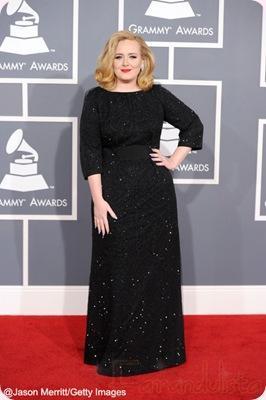 La cantante Adele diseñará ropa XL para Burberry