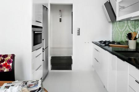 Una bonita cocina blanca en un piso de 39 m paperblog for Cocina blanca electrodomesticos blancos