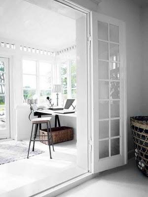 Una casa en Dinamarca en blanco y ciruela