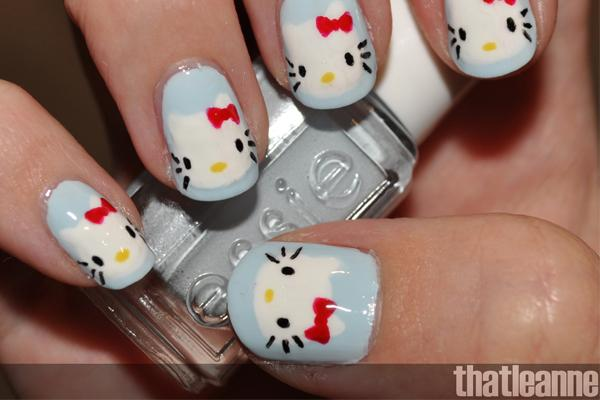 Uñas de Hello Kitty con la cara