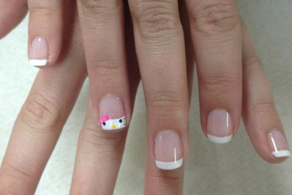 uñas de Hello Kitty en manicura