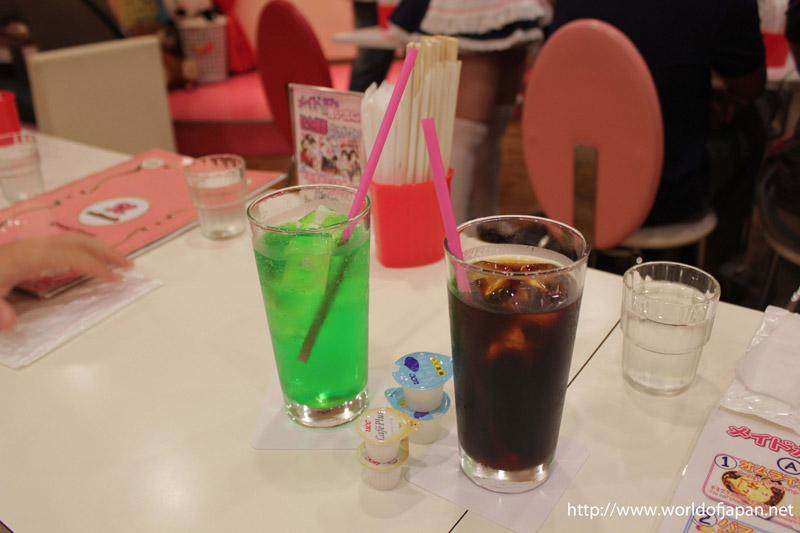 Bebida en el Maid Cafe