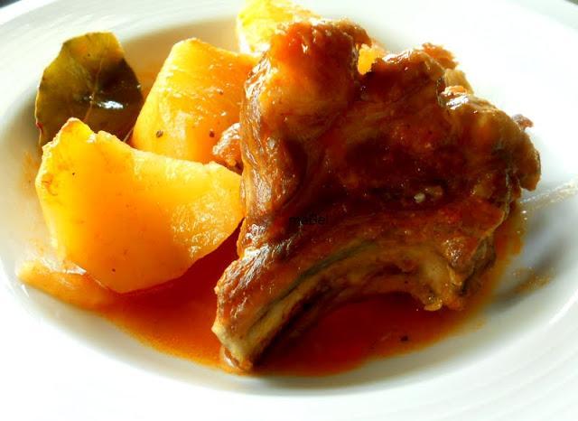 Costillas de cerdo con patatas guisadas paperblog - Patatas con costillas de cerdo ...