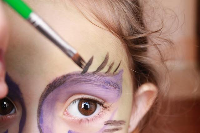 Ideas halloween maquillaje para ni os bruja aver a paperblog - Como pintar a una nina de bruja para halloween ...