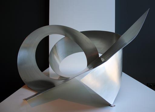 Nuevo diseño A-cero In, escultura en acero pulido
