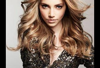 El complejo de las vitaminas para los cabellos y las uñas de la piel