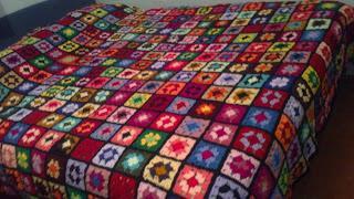 Colcha de crochet a mano paperblog - Aplicaciones de crochet para colchas ...