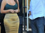 Kardashian levante el..... Animo visitaa concesionario