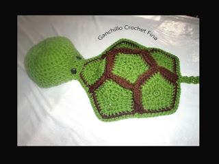 Simpático traje tortuga totalmente en crochet.