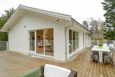 Una casa sencilla en el exterior y gran dise o de for Diseno de casas interior y exterior