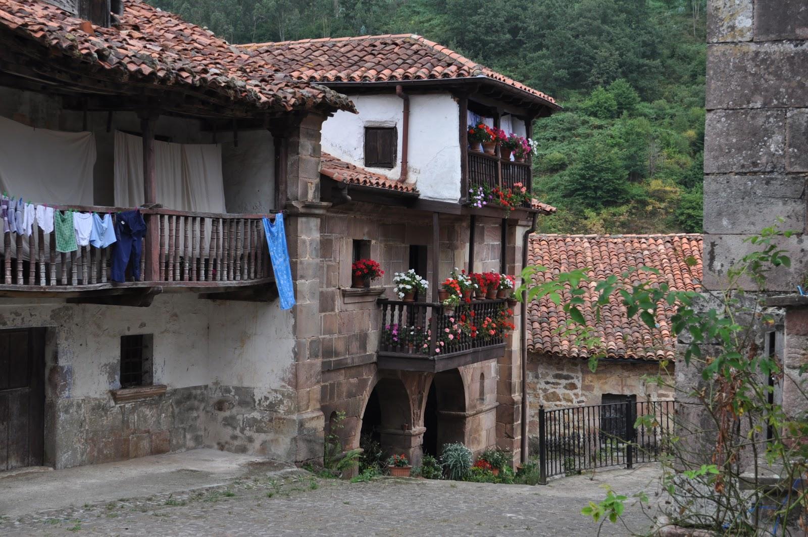 Un paseo por el valle de cabu rniga cantabria paperblog for Casas de pueblo en cantabria