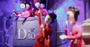 dee 300x156 Dior Noël au Printemps: El placer y la magia de la Navidad en la ciudad de la luz